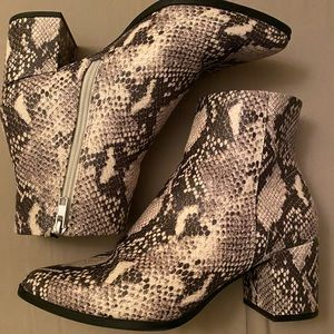 Madden Girl Shoes - 8.5 Madden Girl Ivory/Black Snake Print Booties